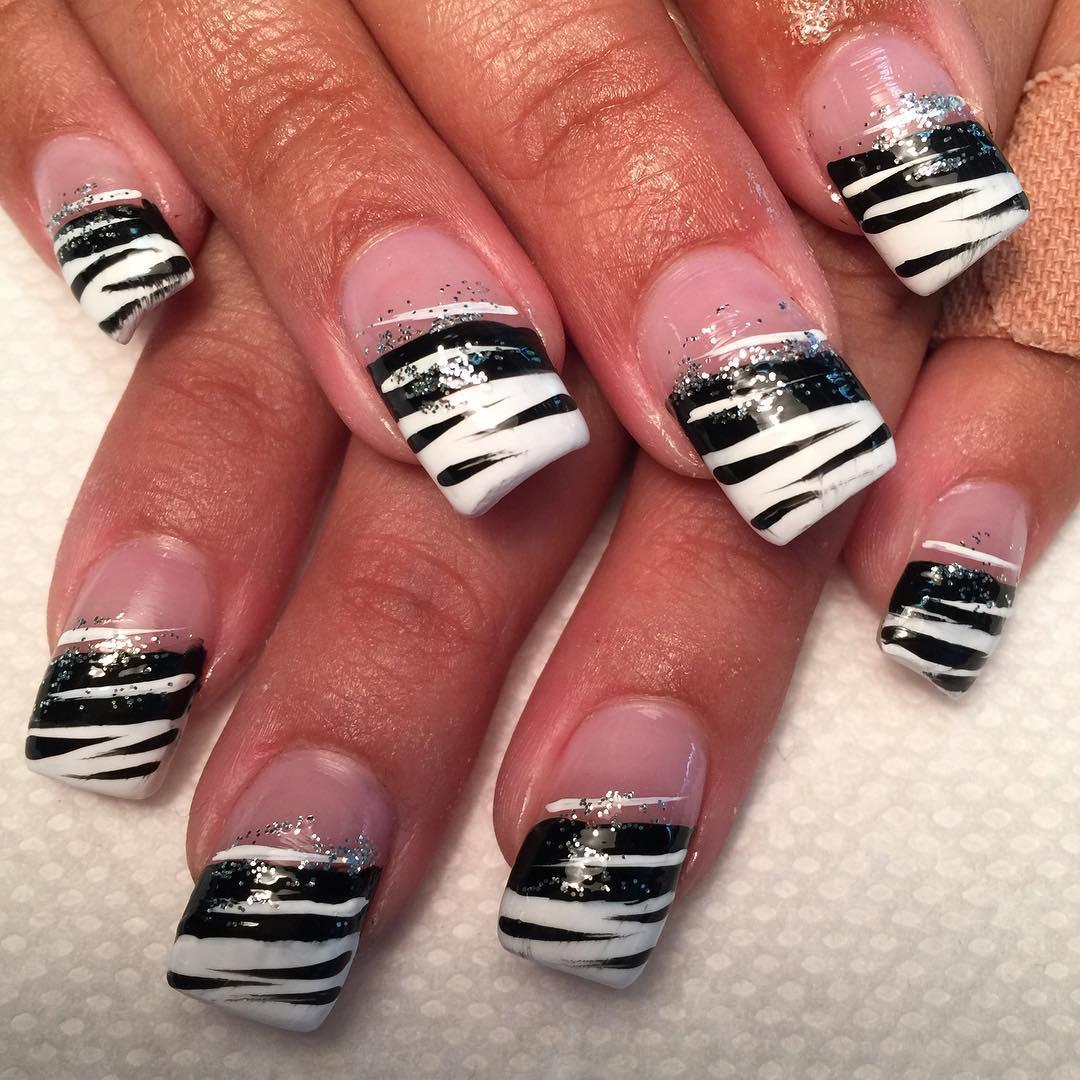 Fashion Black And White Nail Design