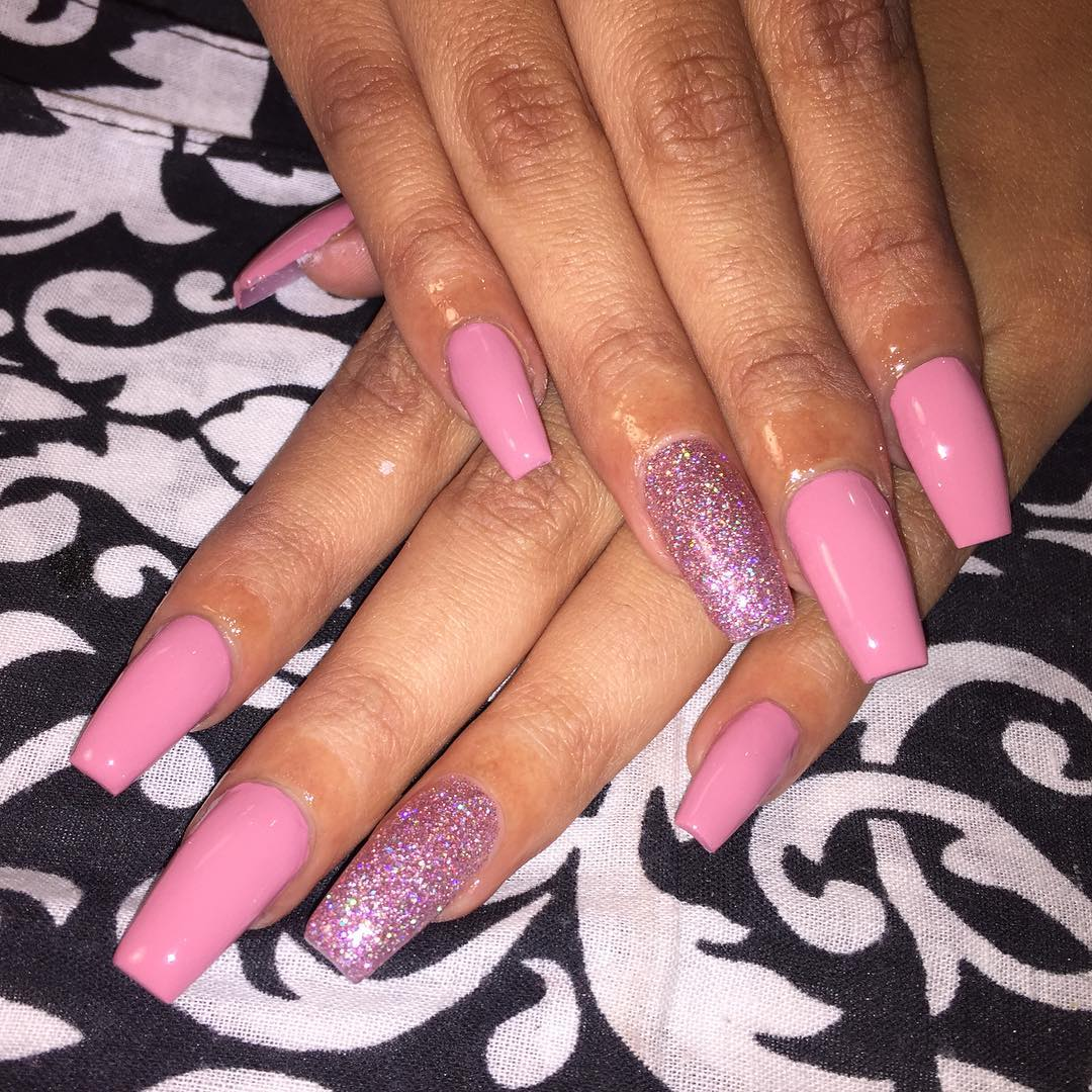 Awesome Glitter Nail Design For Spring