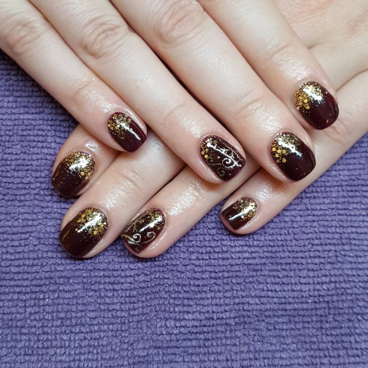 Gold Glitter New Year Nail Art For Short Nails