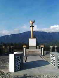 Ini Tugu Demokrasi, Tanda Perdamaian Perang Saudara di Puncak Papua