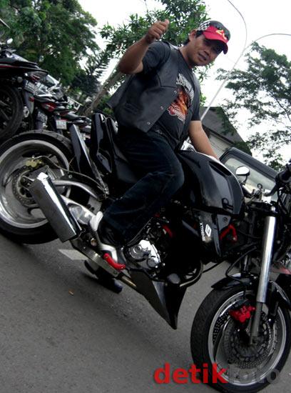 Honda Tiger Berbaju Ducati Diavel