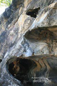Mulut gua lainnya dengan ukuran yang lebih kecil