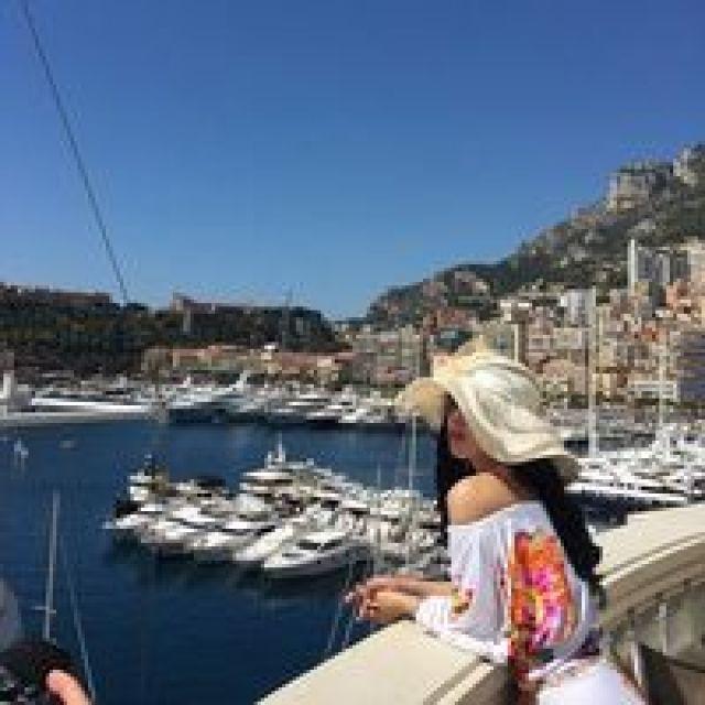Foto Syahrini Pamer Paha Mulus di Monako Instagram/princessyahrini 2