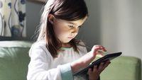 Tak Disadari, Orang Tua Bisa Sebabkan Anak Kecanduan Internet