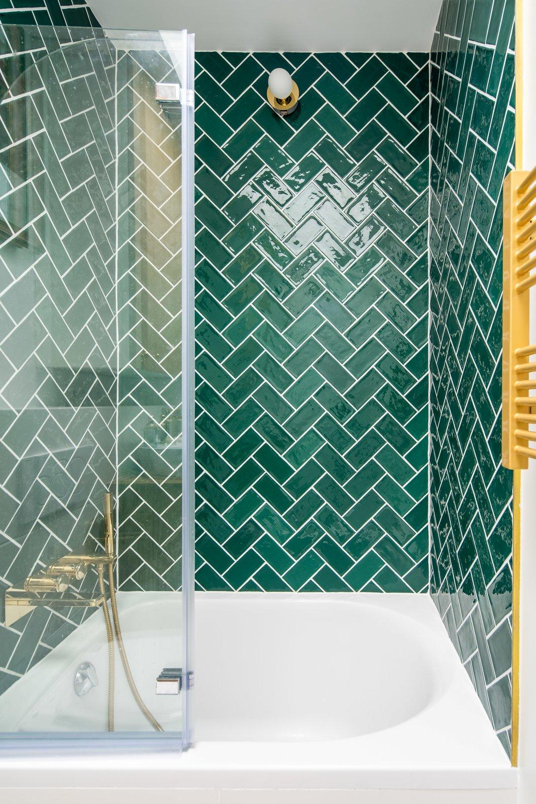bath ceramic tile enclosed wall