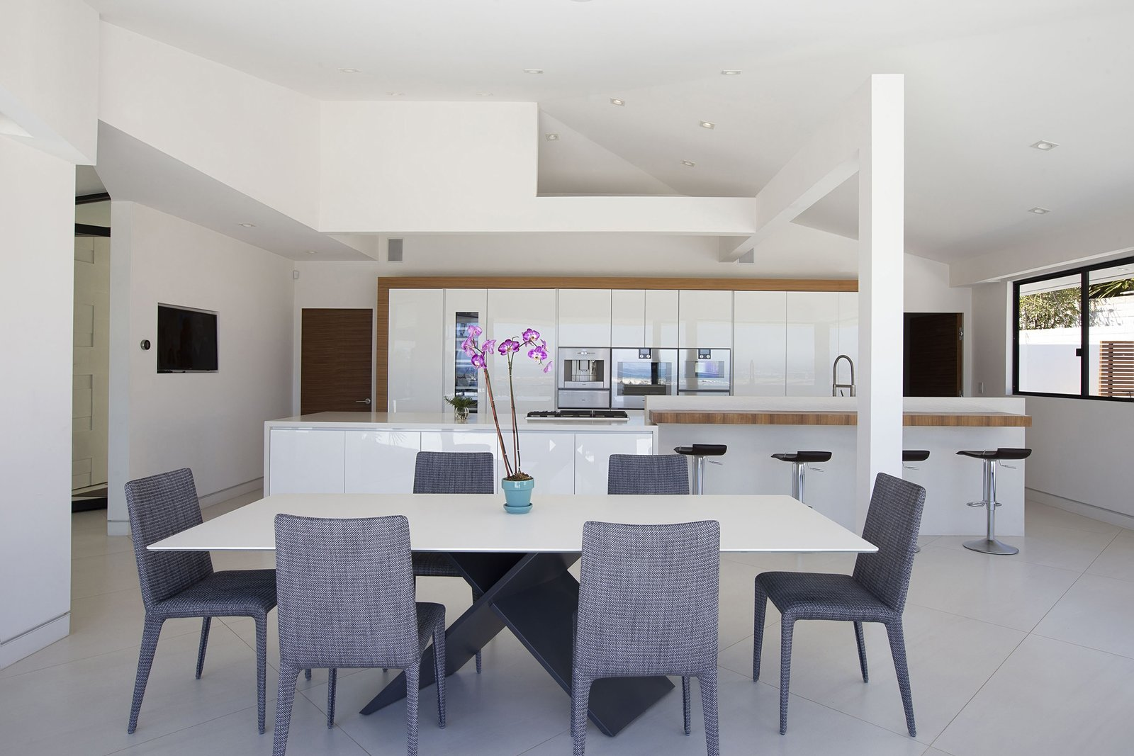 Photo 6 Of 13 In A Renovated Midcentury In San Diego Is
