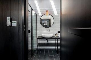 modern bathroom subway tile walls