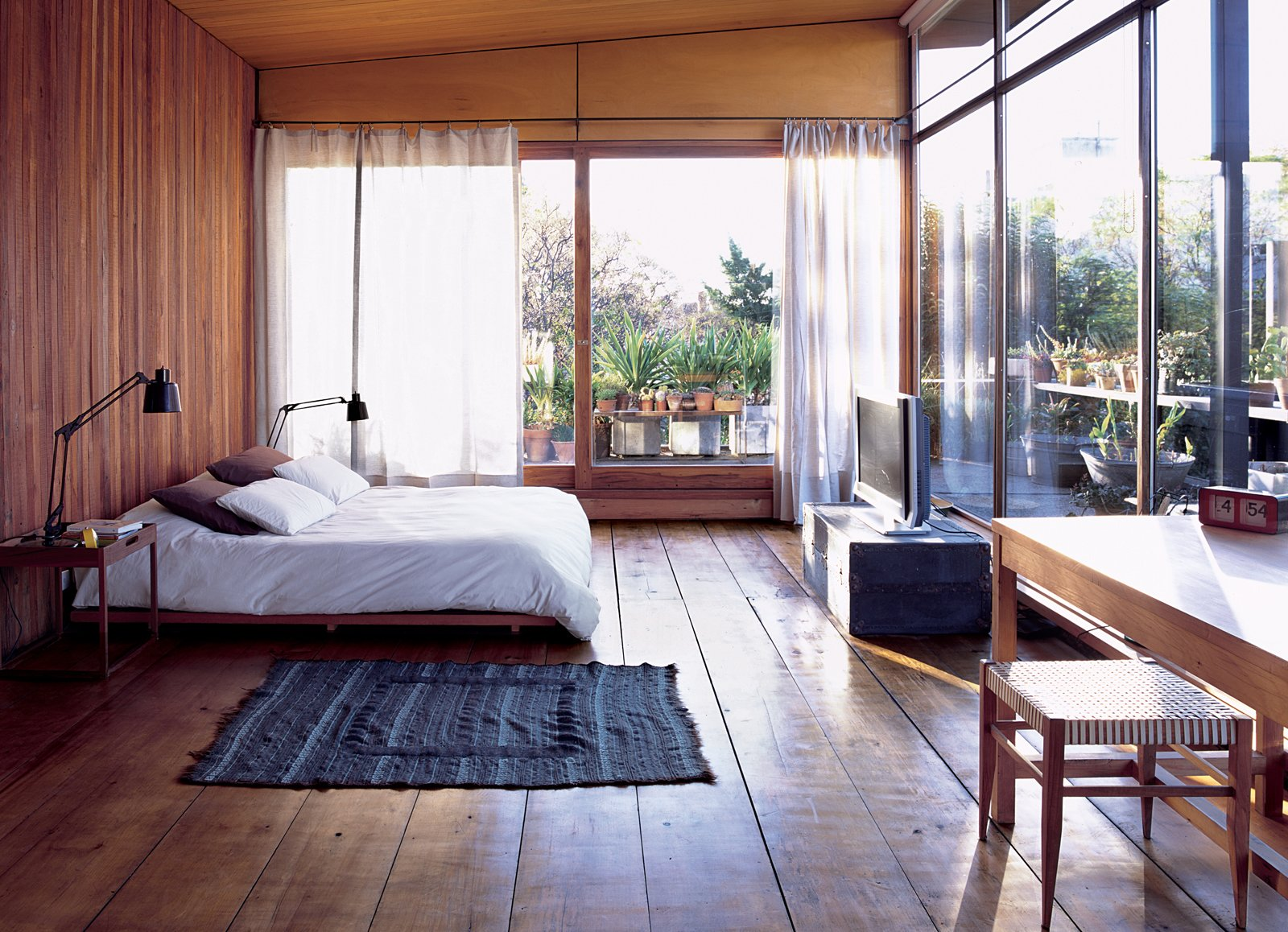A Cozy And Modern Indoor-Outdoor Bedroom In Buenos Aires