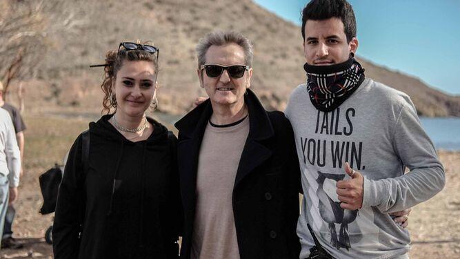 Luis Serrano, director de la Escuela de Imagen y Sonido con Lucia Martín y Jorge Mullor que trabajan la película.