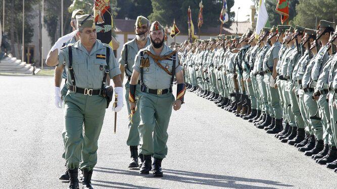 El Jefe del Estado Mayor del Ejército de Tierra, Francisco javier Varela Salas pasa revista a las unidades de la Legión cuando desempeñaba el cargo de general jefe de la Brileg