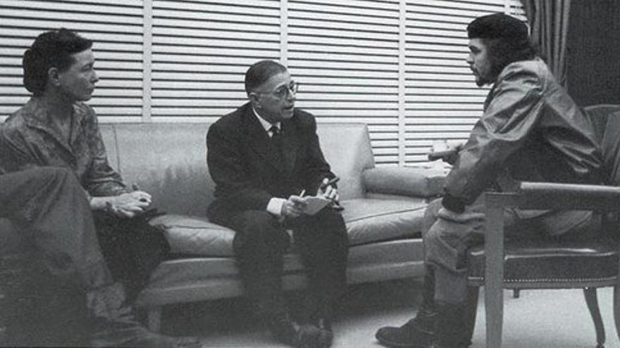 Sartre y su compañera Simone de Beauvoir junto a Che Guevara en una visita a Cuba