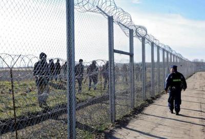 Hungría anuncia que construirá una segunda valla antimigratoria más fuerte