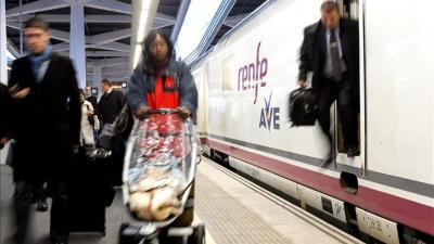 El AVE Madrid-Valencia supera dos millones de viajeros en 2013, un 6,4 por ciento más