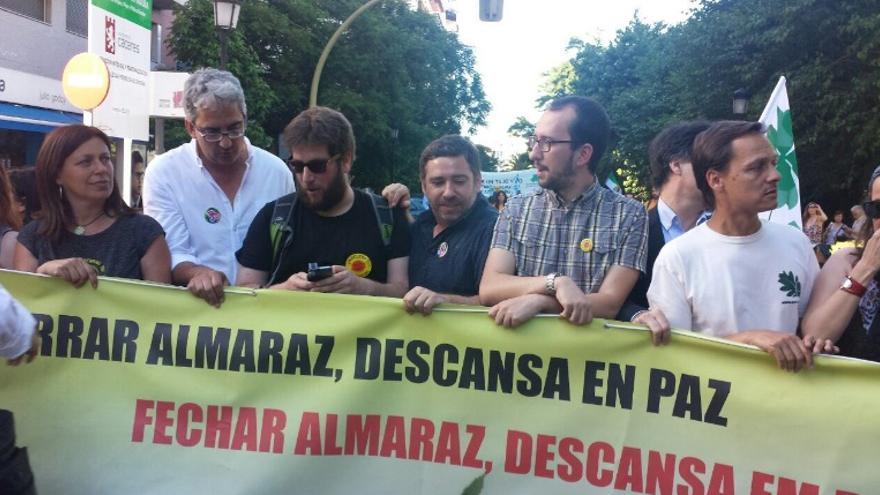 Al acto de protesta se han sumado representantes del Bloco de Esquerdas, presente en el gobierno luso y eurodiputados de Podemos e Izquierda Unida / @MiguelUrban