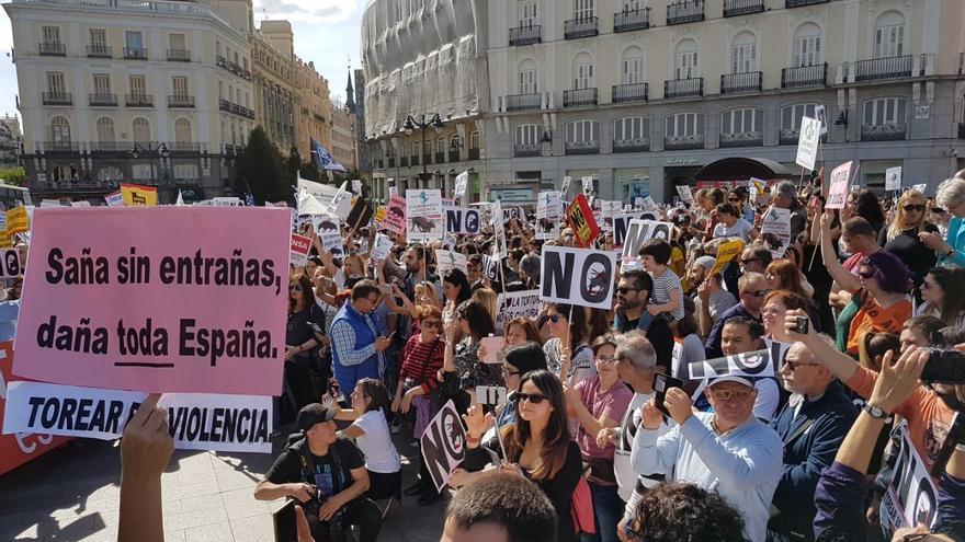 https://i1.wp.com/images.eldiario.es/fotos/Manifestacion-antitaurina-plaza-Sol_EDIIMA20170513_0306_5.jpg