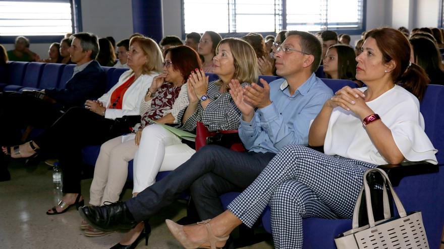 La alcaldesa de Telde, el alcalde de Valsequillo, la concejala de Eduación en Las Palmas de Gran Canaria, la directora del CEP de Telde y la directora de Innovación del Gobierno canario, entre otros asistentes.