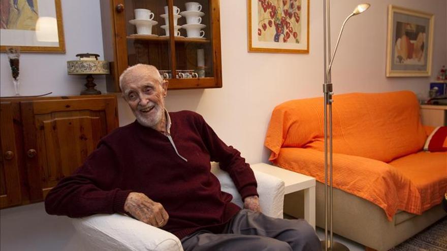 """Luis Goytisolo dice que con la muerte de Sampedro se pierde a """"una especie de Ghandi"""""""