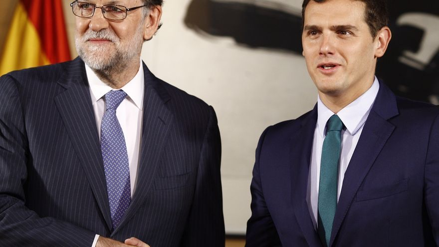 Rajoy y Rivera comienzan su reunión en el Congreso pasadas las 9.30 tras saludarse cordialmente