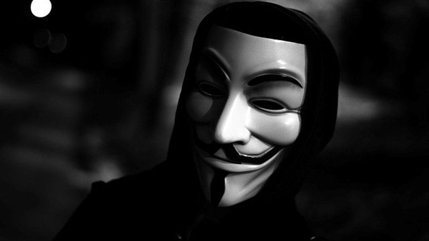 Anonymous, con la careta de V de Vendetta, inspirada en Guy Fawkes