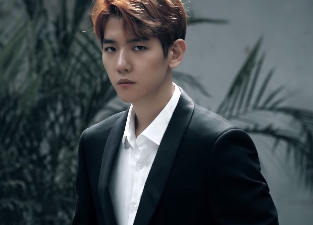 EXO Baekhyun Tells Sasaeng Fans To Back Off While Hes On