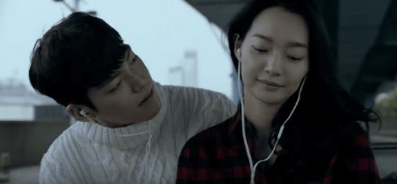 Shin Min Ah Spotted Helping Boyfriend Kim Woo Bin Through