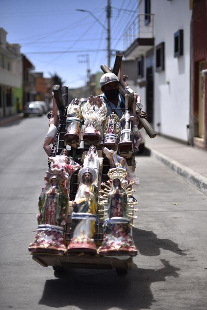 Vendedor de artículos religiosos en Fresnillo, Zacatecas.