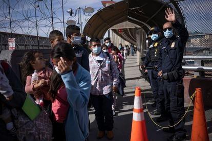 Entre 50 y 100 personas son deportadas de Estados Unidos todos los días en el cruce fronterizo de Chihuahua.