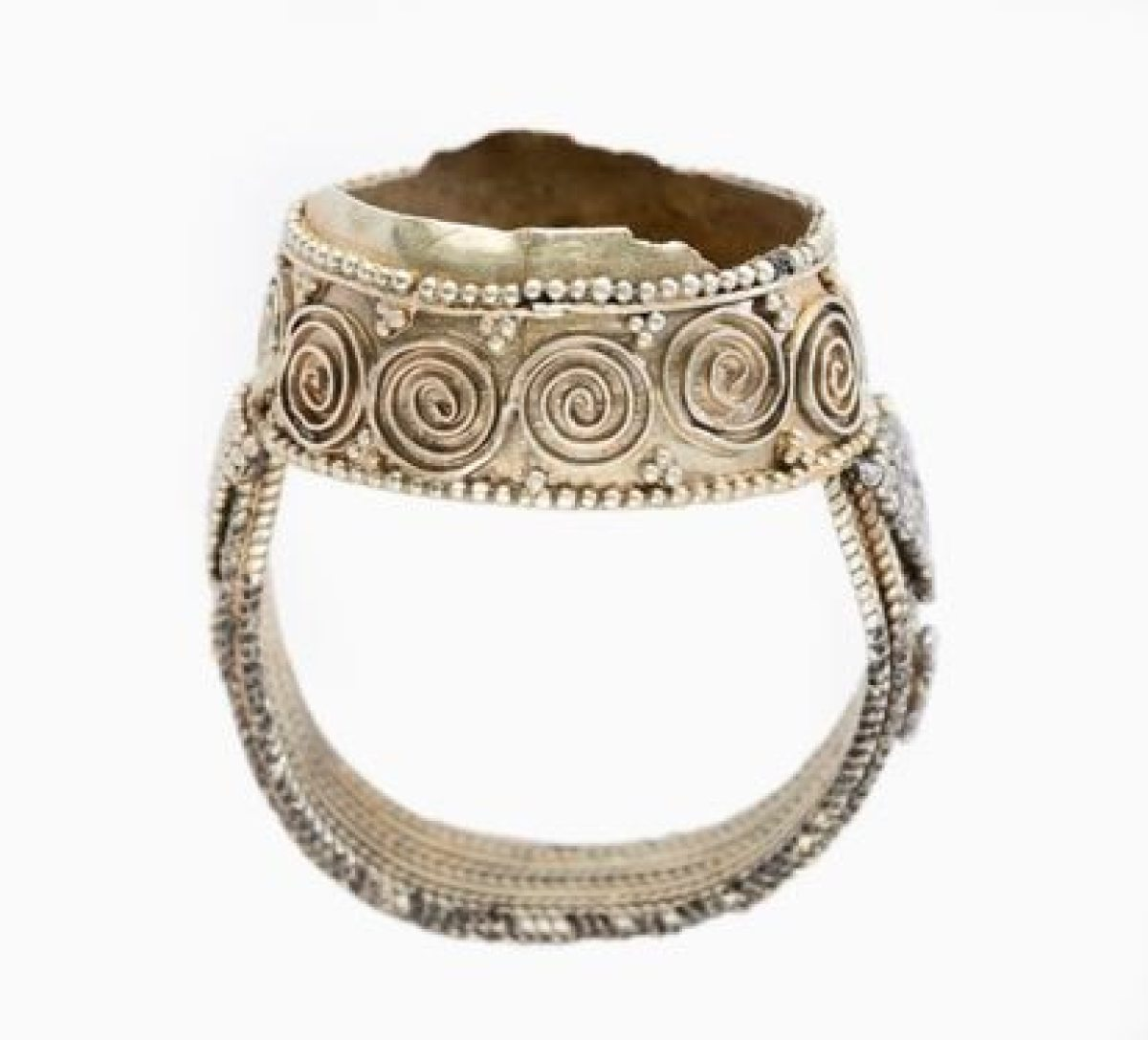 Un anillo de plata del siglo XI del tesoro de Amarguilla.