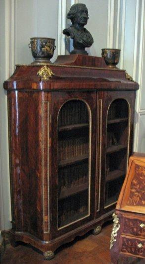 salon-gris-louis-xv_bookcase_6175