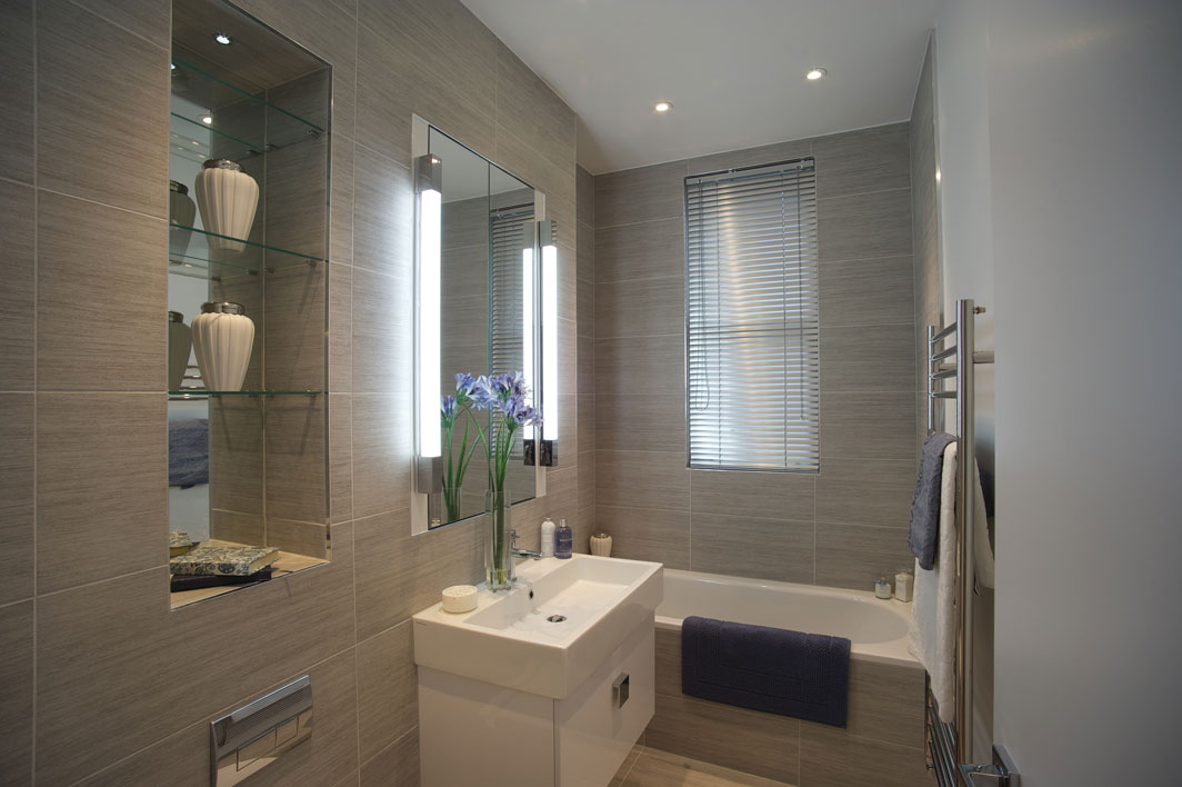 Astro Romano 600 0667 Bathroom Wall Light 1 X 14w T5 Ip44