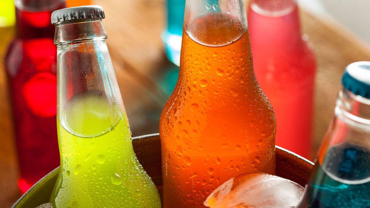 Elimina las bebidas azucaradas y los carbohidratos refinados