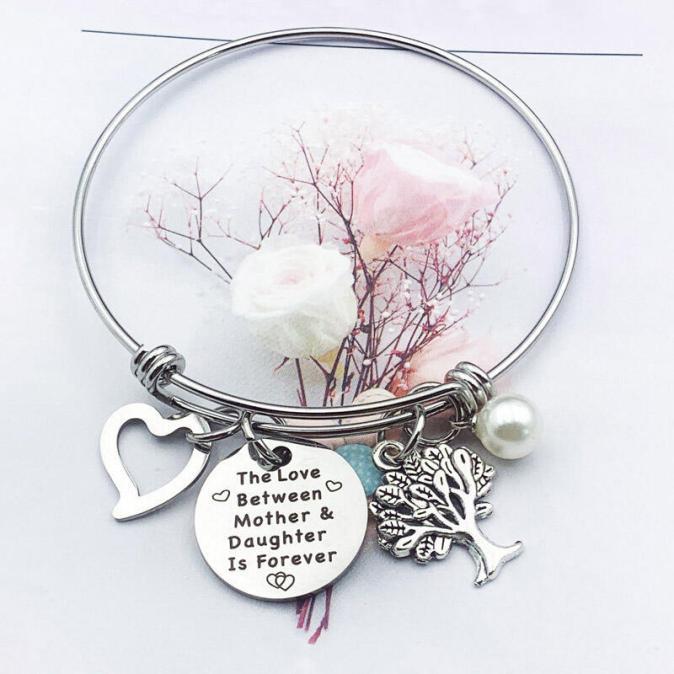 Bracelet Mother & Daughter Letter Heart Adjustable Pendant Bracelet in Silver. Size: One Size