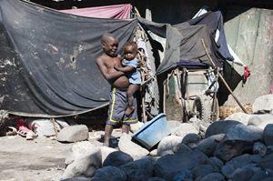 Le condizioni della popolazione haitiana pochi giorni dopo il terremoto del gennaio 2010 (foto Stefano Guindani)..
