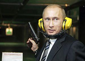 Vladimir Putin al poligono di tiro (Reuters).