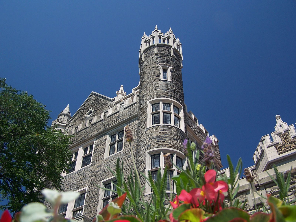 https://i1.wp.com/images.fanpop.com/images/image_uploads/Casa-Loma-Castle-canada-543305_1024_768.jpg