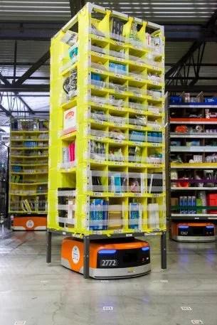 i-Kiva-305x457 How AI is helping Amazon become a trillion-dollar company Technology