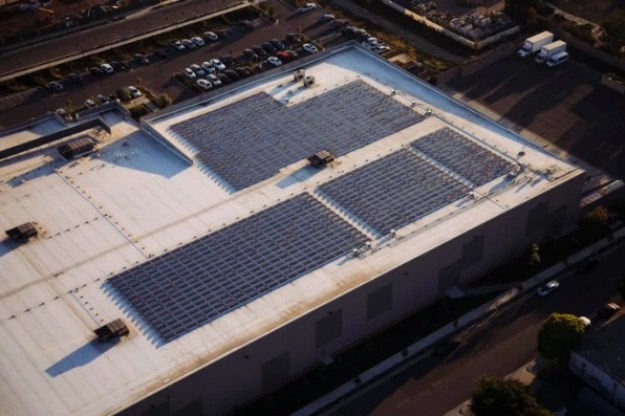 i-1-90266955-tesla-microgrid-686x457 This relief agency will stay running during disasters because of its new Tesla microgrid Inspiration