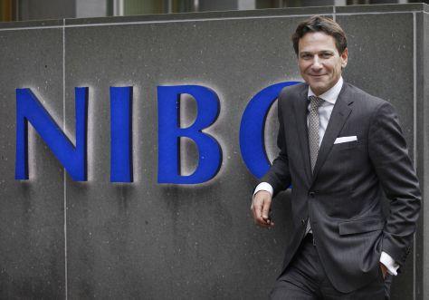 NIBC-topman Paulus de Wilt krijgt, net als de cfo en de risicobestuurder van de zakenbank, een aanblijfbonus van 180% van zijn vaste brutosalaris.