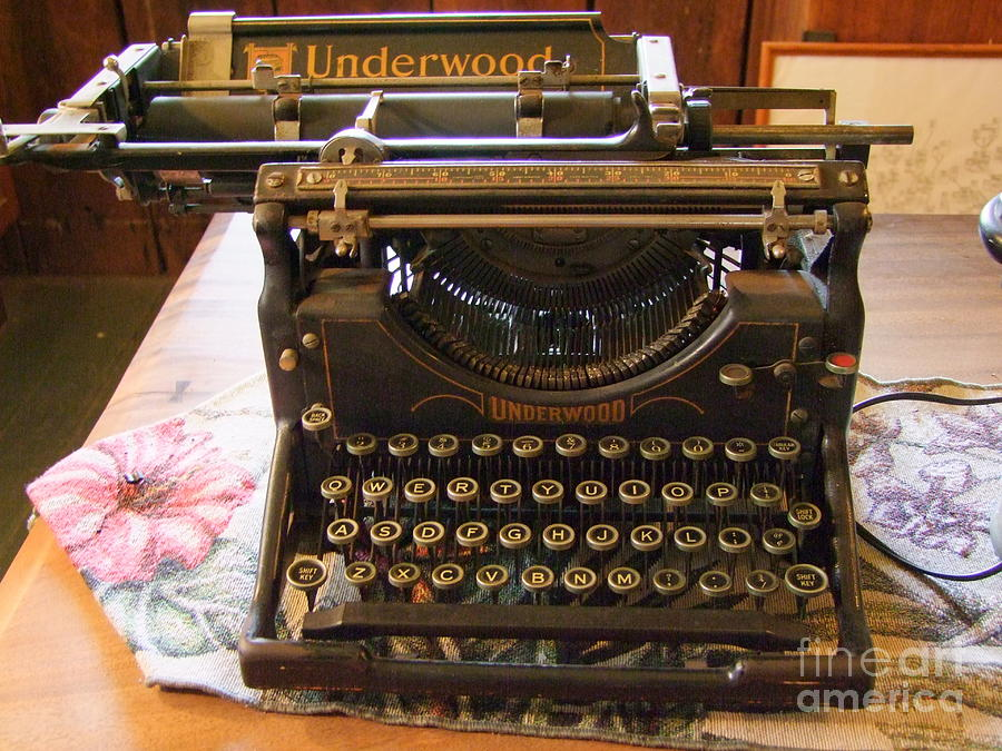 Vintage Underwood Typewriter Photograph By Mary Deal