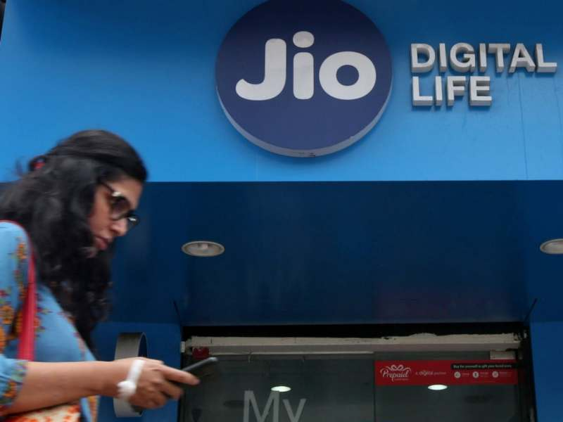 Reliance Jio will now allow unlimited ISD calls to US, Canada at Rs 500 per month