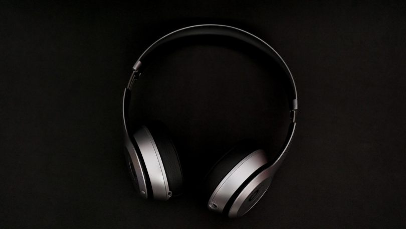 Apples over-ear headphones may come with gesture controls and rotation detection