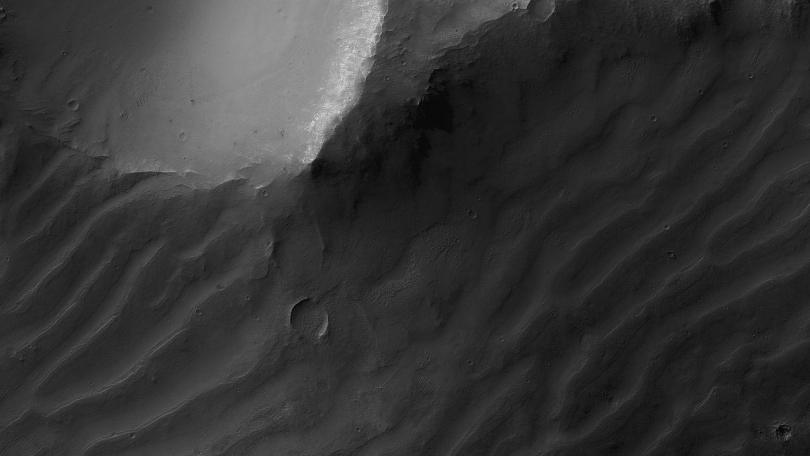 Martian Megaripples: Shifting sand dunes in slow migration spotted on Mars for the first time