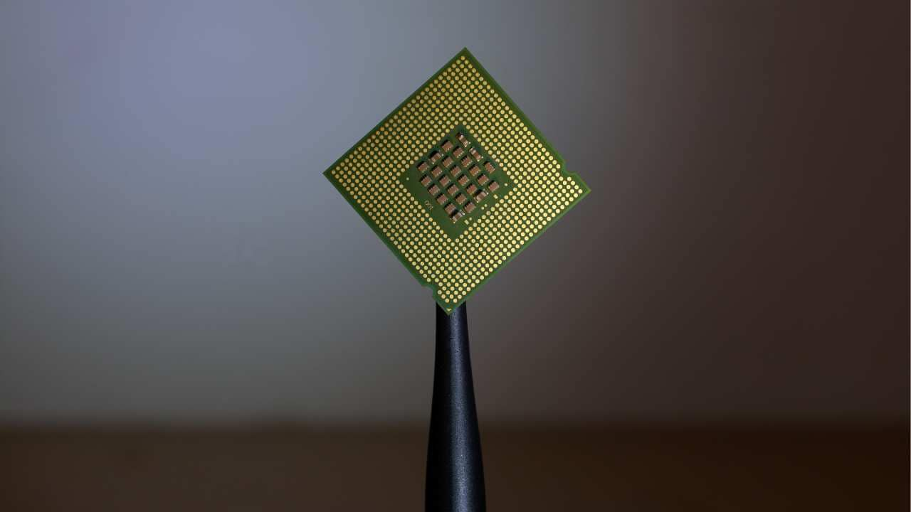 World's smallest memory device created to further energy-efficient computing chips- Technology News, Gadgetclock
