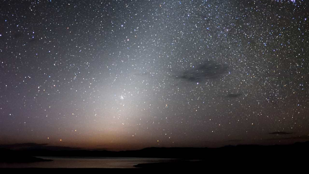 Mars dust is sweeping the inner solar system, leaving a faint glow in night sky: Study- Technology News, Gadgetclock