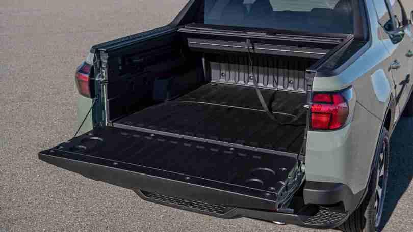 The Hyundai Santa Cruz's load bay is 1,323 mm long and features a lockable cover. Image: Hyundai