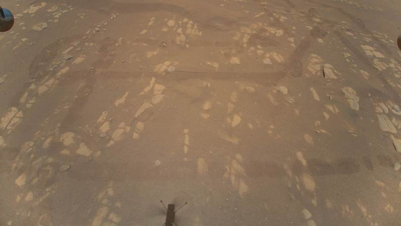 Close-up view of the first color image of the Martian surface taken by an aerial vehicle while it was aloft. Image credits: NASA/JPL-Caltech