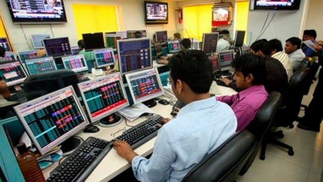 Sensex tanks over 400 points in early trade; index majors HDFC, ICICI Bank track losses-Business News , GadgetClock