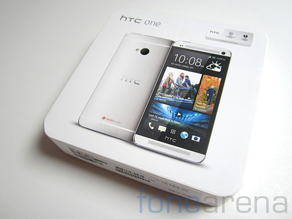 htc-one-unboxing-1