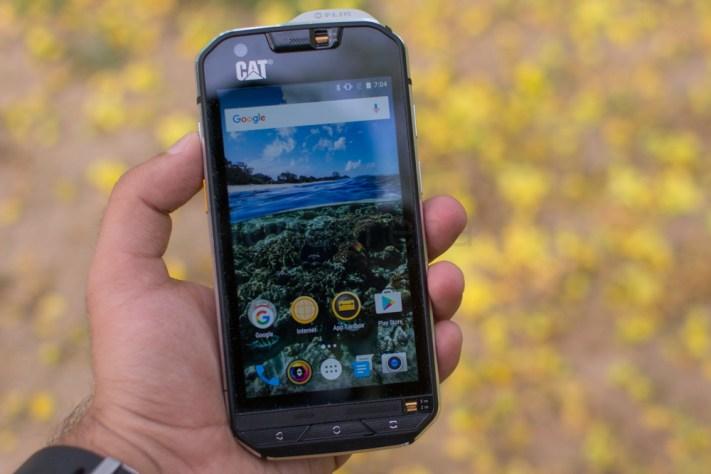 DziNS4u : le meilleur du High tech réuni CAT-S60-Review-1 Pros, sportifs, particuliers : Quel est LE meilleur smartphone antichoc (rugged smartphone) pour vous ?