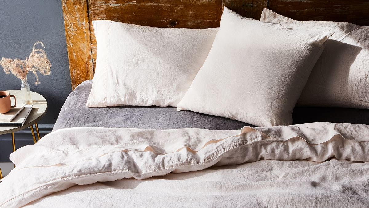 how to keep pillows fluffy clean a